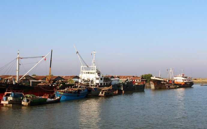 Sittwe-port-rakhine-state-ship-river-690×450